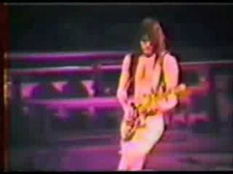David Lee Roth / Steve Vai - Jump Live in Detroit 1986 http://youtu.be/wEZz_SKLKsU