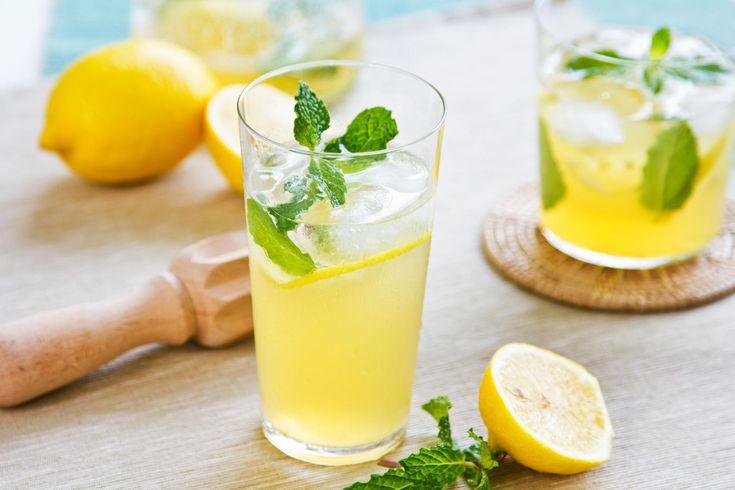 SOUND: http://www.ruspeach.com/en/news/10119/     Лимонад - это сладкий безалкогольный напиток. Он может быть газированным или нет. Он изготавливается из плодов лимона или лимонной кислоты и сахара. Первый лимонад появился в 17 веке. Лимонад является полезным напитком, поскольку он сод