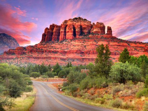 アリゾナ州フェニックスの名所。セドナ。幻想的な岩山が待ってます。                                                                                                                                                                                 もっと見る