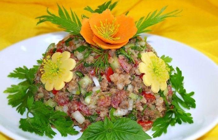 Овощной салат с хлебом http://mirpovara.ru/recept/2381-ovoshchnoj-salat-s-hlebom.html  Овощной салат с хлебом - довольно необычное сочетание, согласитесь. Но несмотря на это, салатик полу...  Ингредиенты:  • Хлеб ржаной - 150г. • Огурец - 1шт. • Помидоры - 3шт. • Лук репчатый - 1шт. • Чеснок - 1зуб. • Масло растительное - 2ст. л. • Масло оливковое - 2ст. л. • Уксус - 1ст. л. • Горчица столовая - 1ч. л. • Лук зеленый - 1/2пуч. • Петрушка - 1/2пуч. • Соль - по вкусу • Перец черный молотый - по…