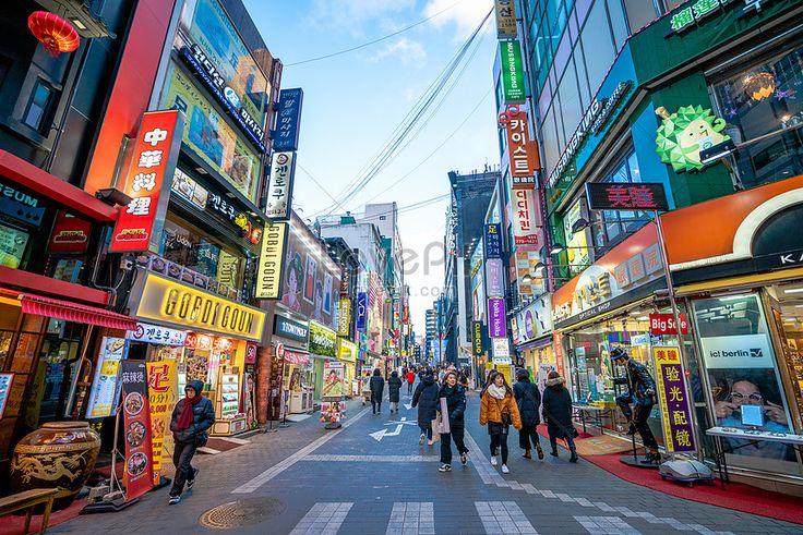 صور شارع مييونجدونج للتسوق سيول كوريا الجنوبية 500895444 Id صورة فوتوغرافية بحث صورة Jpg Photo Architectur In 2020 Shopping Street Jeju Island Korea Web App Design
