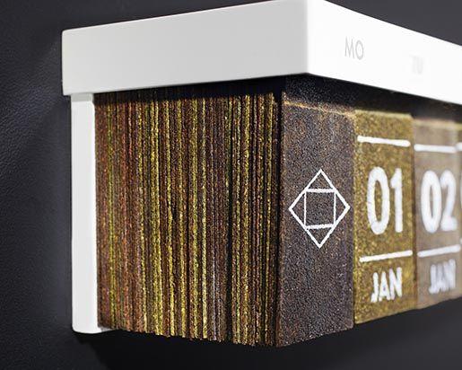 Ce calendrier a remplacé ses feuillets par des sachets de thé du producteur de thé allemand Hälssen & Lyon. #calendar #ideas #tea