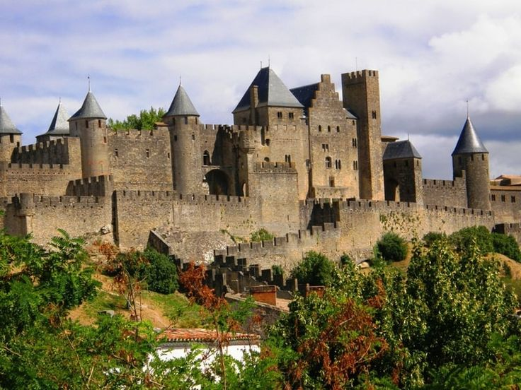 La cité de Carcassonne. Visit the city of Carcassonne , in the Aude department, that projects through time. The medieval remains perfectly preserved of the city will delight visiting families. © 123RF / Sophie Vigneault