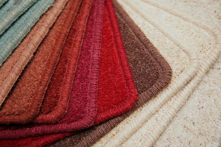 Con moquette e zerbini è possibile realizzare soluzioni per auto, come tappetini e rivestimenti. Il risultato è spesso elegante, confortevole ed economico.