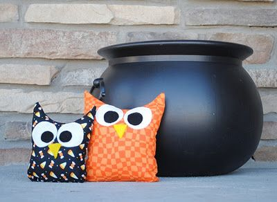 halloween owlsOwls Pattern, Owl Decorations, Owls Pillows, Fall Owls, Fall Halloween, Halloween Owls, Beans Bags, Easy Owls, Owls Decor