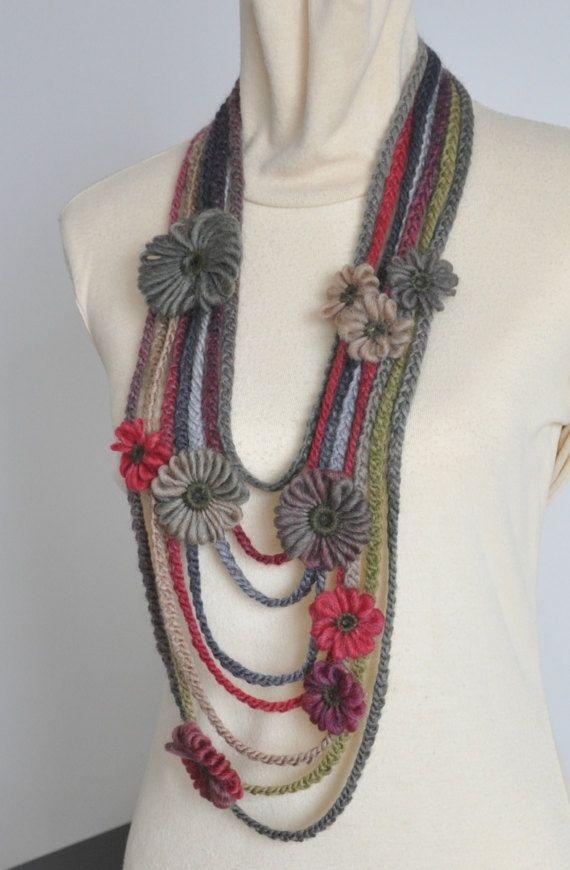 Fijn dat je even rondkeek. Deze Slab is gemaakt met noro garens van wol, weefgetouw bloemen en haak strengen.