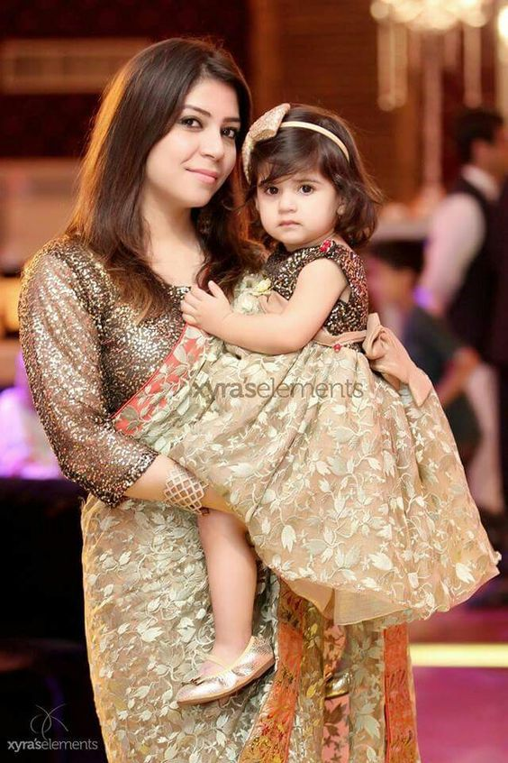 b6d23ff3a7a30 20 Coolest Pakistani Mother Daughter Matching Outfits | Saree ...