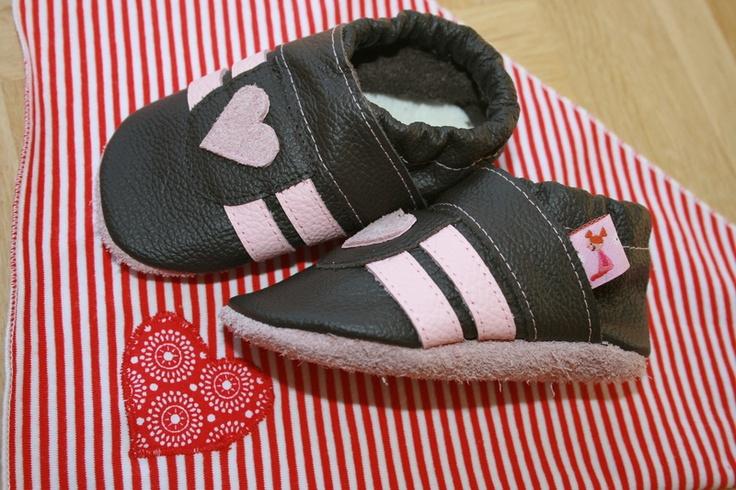 Süße Krabbelschuhe - Turnschuh mit Herz