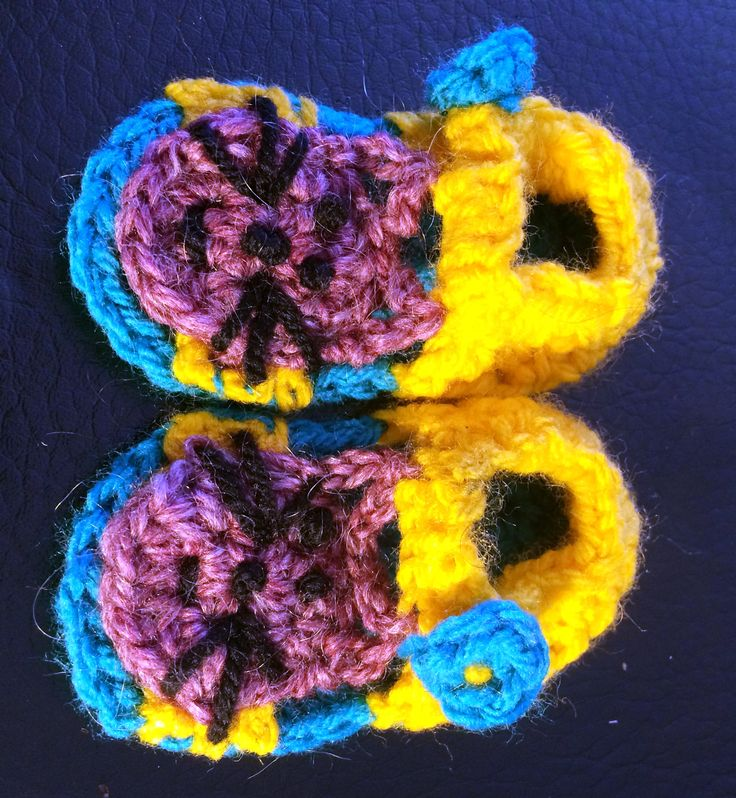 Cat crochet sandal pattern. uses 8 ply and sole measures 9cm.