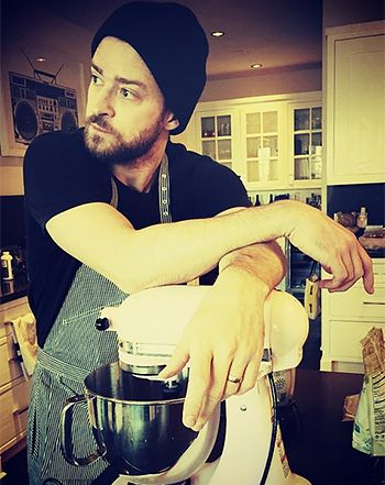 Justin Timberlake Spoils Pregnant Jessica Biel, Does Christmas Baking.....love me a man that can bake!!