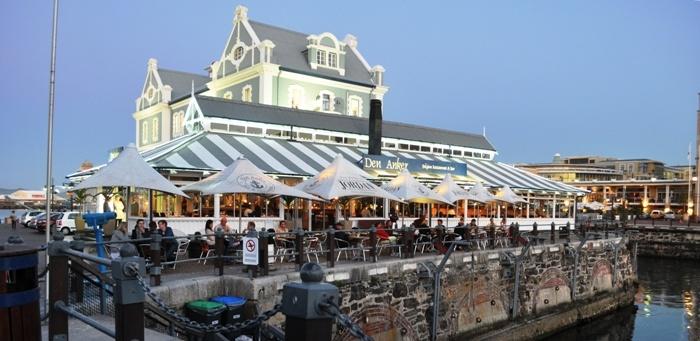 Waterfront Victoria and Albert, uno de los mejores lugares en Ciudad del Cabo para tomar algo en una terraza