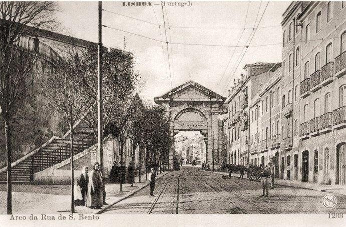 Arco e Rua de São Bento