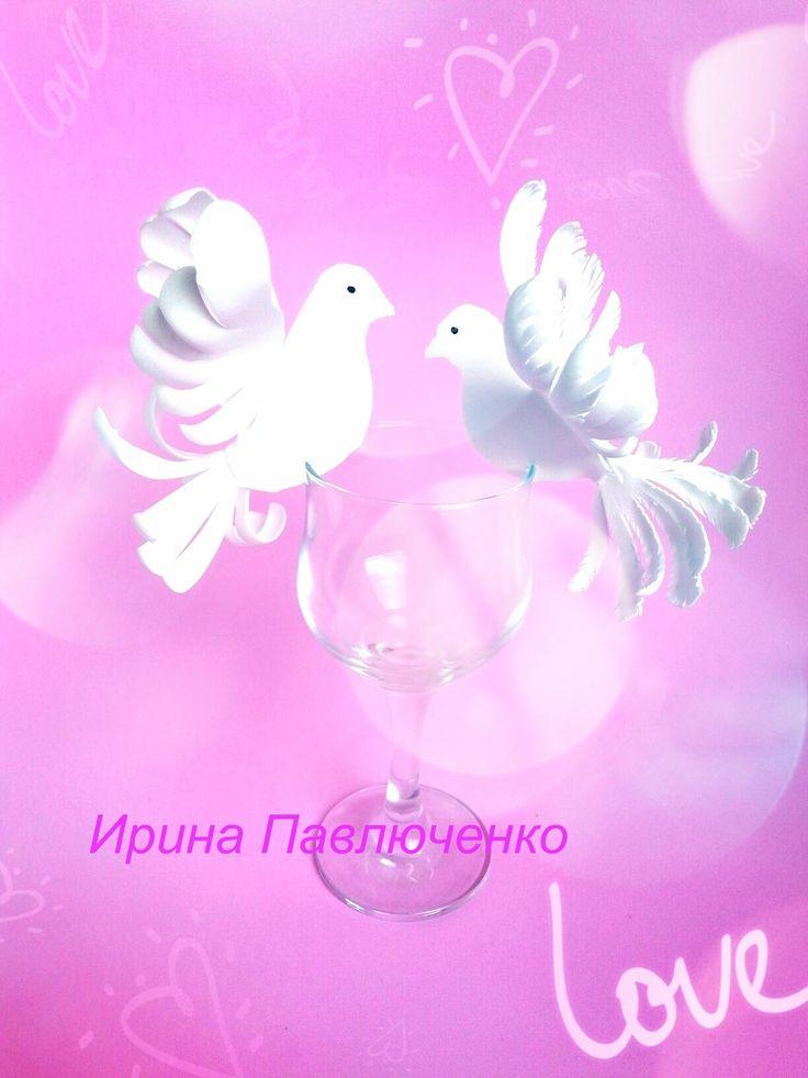Рассадочные карточки из фоамирана в виде голубей.