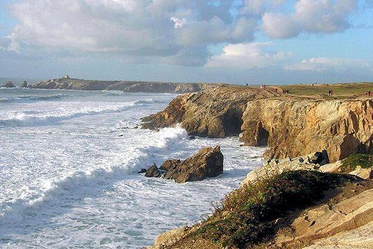 Presqu'île du Morbihan, Quiberon se partage entre côte sauvage sur sa façade ouest (image) et littoral bordé de ports et de plages plus sereines sur sa façade est. De quoi alterner entre balades au vent et moments de farniente.