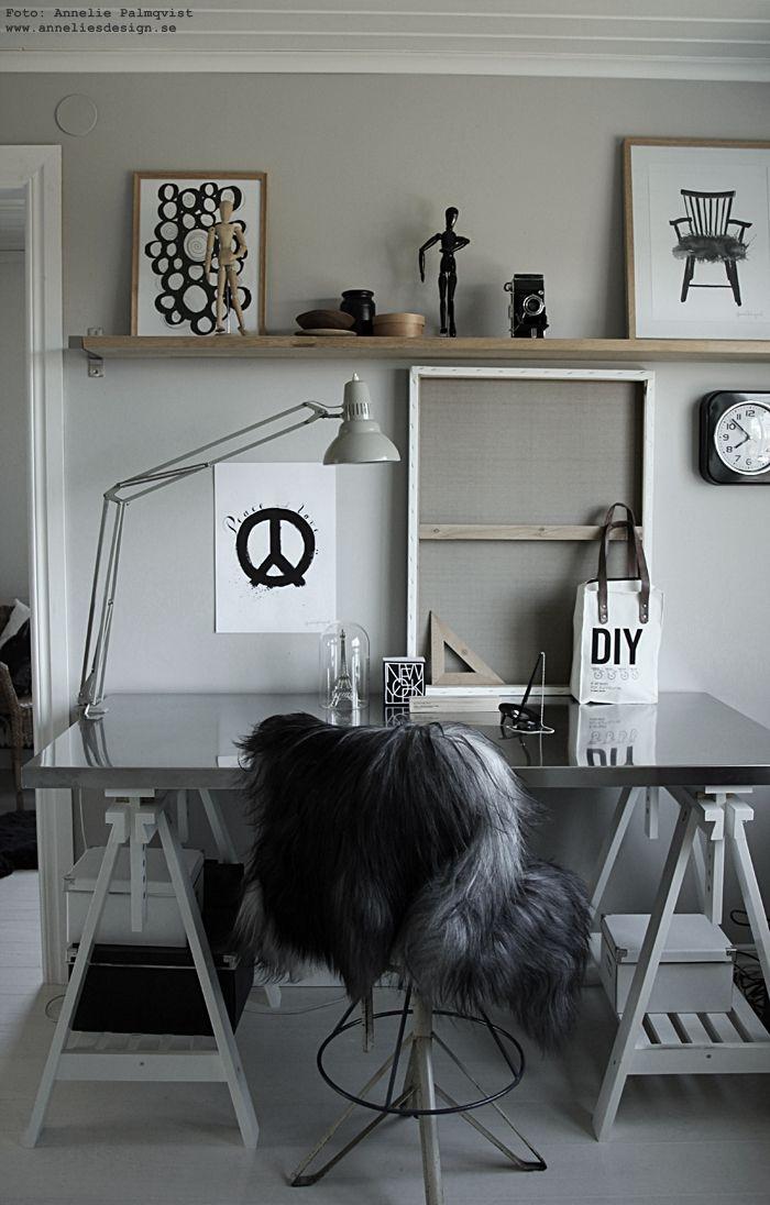 annelies design, webbutik, webshop, nätbutik, nettbutikk, inredning, poster, posters, print, prints, konsttryck, tavla, tavlor, fårskinn, skinn, isländskt, isländska, svart och vitt, svarrvit, svartvita,, peace, diy, arbetsrum, arbetsrummet, detaljer, hemmakontor, arbetshörna, skrivbord, memoblock med städer, eiffeltorn, eiffeltornet, miniatyr, prydnad,