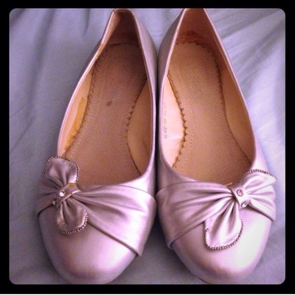 """Silver flats lowest price! Size 8.5 super cute silver flats called """"Alice"""". Each adorned with a bow, crystals, and silver beads. Only worn for a few hours to a wedding- still have the sticker on the bottoms. 🚫trades. CLOSET CLOSING 10/30/16 Shoes Flats & Loafers"""