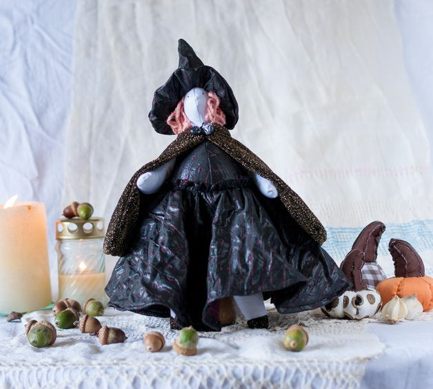 This adorable little witch I made using Tilda basic pattern. She has a pink wool hair, black, hand embroidered eyes. The dress and the hat are striped, deep purple. They are not detachable, hand...