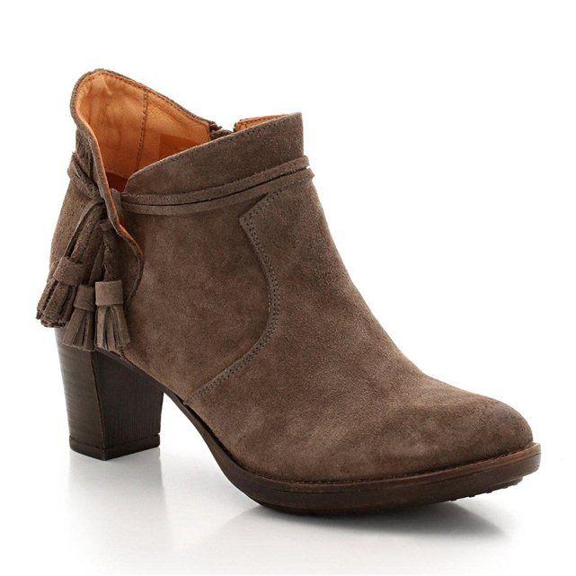 Boots PLDM by PALLADIUM P-L-D-M-BY PALLADIUM : prix, avis & notation, livraison. Les boots PLDM by PALLADIUM. Dessus cuir (vachette). Doublure et semelle intérieure cuir. Semelle extérieure caoutchouc. Fermeture par zip côté. Talon 7 cm.