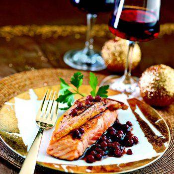 Saumon façon Rossini au foie gras, sauce aux airelles