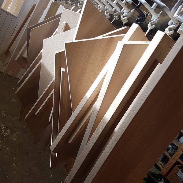 Helstav eik trappetrinn, klare for behandling. Her får man akkurat den behandlingen kunden ønsker. Børstet, oljet, vokset, beiset osv.. hva vil du ha? 😊#trapp #custommade #design #interior #architecture #trappedrøm #stairs