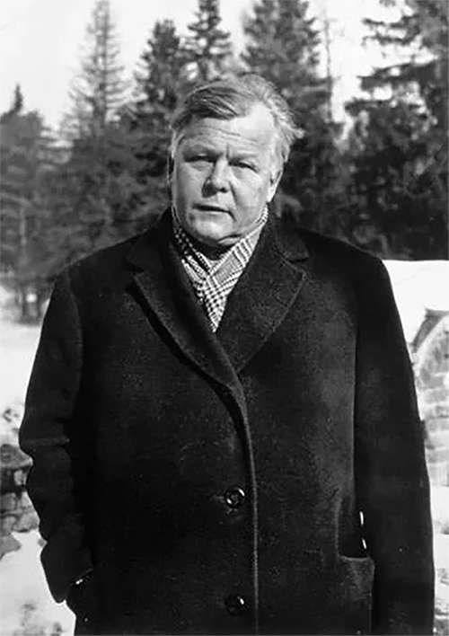 Александр Трифонович Твардовский (1910-1971) — русский советский писатель и поэт, журналист, военный корреспондент