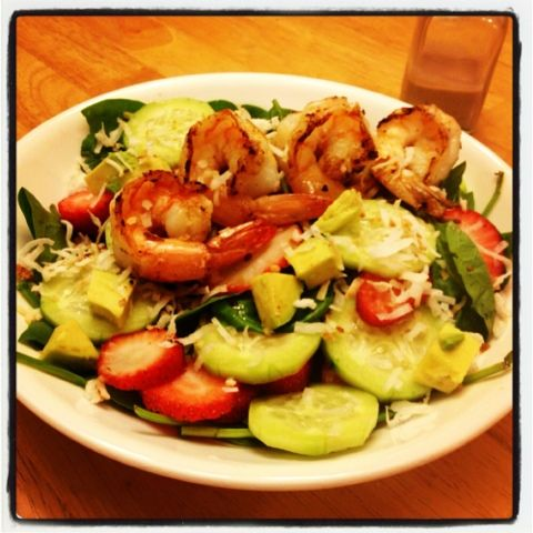 I Don't Go to the Gym: Shrimp Spinach Salad with Strawberries, Avocado & Toasted Cocunut
