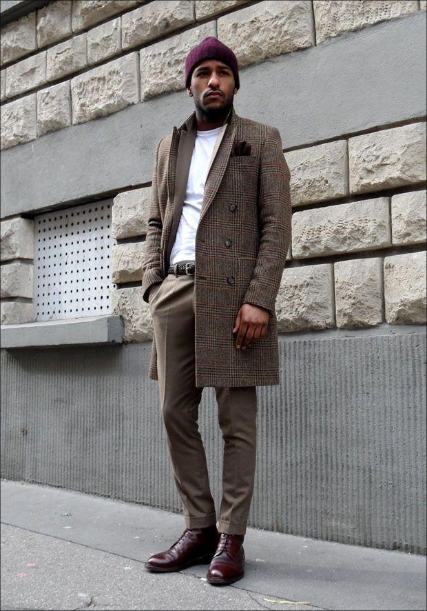 Manteau : Ami  Costume : Kenzo  T-shirt : Levi's  Ceinture : Manieri  Gants : Maison Fabre  Chaussures : Crockett & Jones (modèle : Coniston)  Patine Coniston : Fabrice Rungi - Crockett & Jones (Boulevard Raspail PARIS 7)