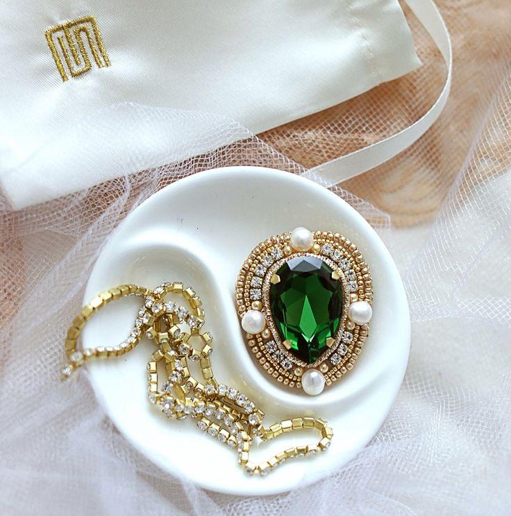 Brooch with pearls and swarovski.SEMILETOVA JEWELRY