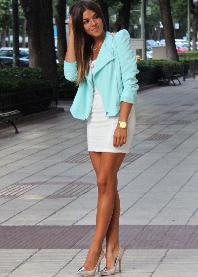 Vestito bianco con giacca color tiffany
