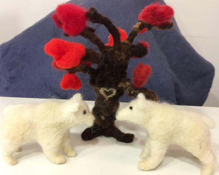 Árbol de lana, árbol del amor, regalo San Valentín, osos lana, osos polares, árbol fieltrado, árbol Waldorf, escultura árbol, árbol adorno de Wonderwoolart en Etsy