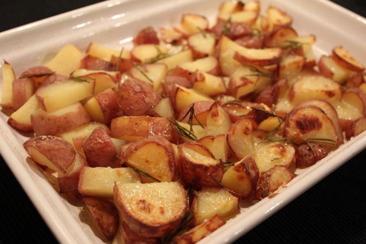 Aardappels uit de oven met knoflook en rozemarijn....