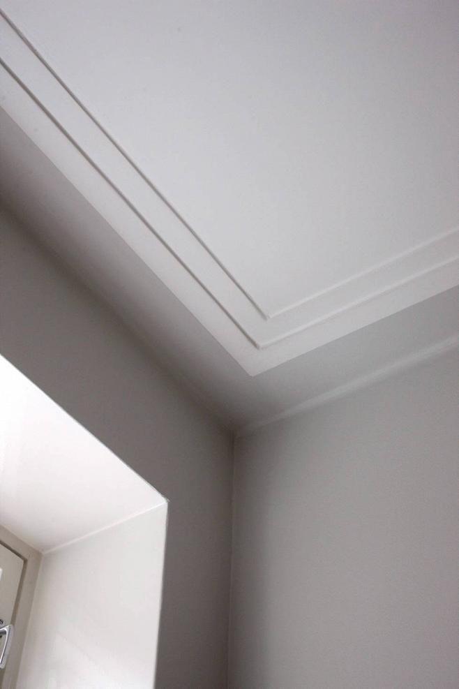 1.Huone vaikuttaa korkeammalta, kun seinämaalin vetää katon puolelle. 2.Kiiltävä lattia luo tilaa. 3.Rauhoittaaksesi huonetta, valitse maton väri läheltä lattian sävyä. 4.Väripinta seinällä korvaa taulun. 5.Hanki vasta, kun löydät ajattoman esineen, josta todella pidät. 6.Aloita värien valinta tutkimalla talon ja aikakauden värejä. 7.Valkoinen ei suurenna. 8.Maiseman värit vahvistuvat, kun ikkunanpokat maalaa mustiksi. 9. Katon voi maalata värilliseksi siinä missä lattian ja seinätkin.