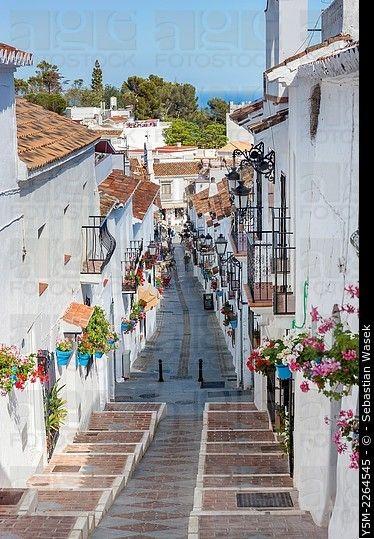 Calle en el pueblo de la colina blanco de Mijas, Costa del Sol, Andalucía, España, Europa.