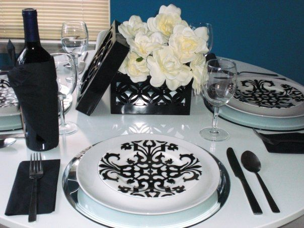 Sticking to classic black and white! #HomeGoodsWedding - Repin to win!: Bl Wht Colors, Wedding Parties, Classic Bl Wht, Black And White, Ideas Traditional, Flowers Boxes, Parties Ideas, Classic Colors, Classic Black