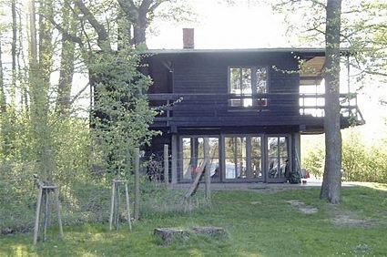 Originelles Ferienhaus in idyllischer Lage mitten im Spreewald. Mit Badeplattform und eigenem Boot direkt vor der Haustür. Bei fewoVista.