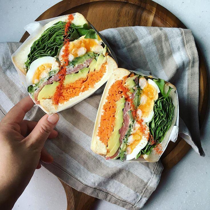 久しぶりに #もりもり野菜サンド ! 正統派、アボカドとエビのもりもりサンド。 ・ 樋口さんの#赤い粉のライン でおめかし✨ ・ やっぱりおいしいなぁ、野菜サンド。赤い粉もピリっと効いてグーでした ・ 今日は子供達とファインディングドリーでも見に行こうかなっ♬ ・ #もりもり野菜サンド部#わんぱくサンド#サンドイッチ#朝食#朝時間#朝ごはん#おうちごはん#萌え断 #lin_stagrammer #delistagrammer #デリスタグラマー#クッキングラム#sandwich#sandwichamerica #breakfast #bread #avocado#avocadoshrimp