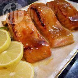 SAUMON AU FOUR - Miel & moutarde // 3 c. à soupe de miel - 3 c. à soupe de moutarde de Dijon - 1 c. à thé de jus de citron, sel & poivre, estragon. (basmati + choufleur crême & cheddard)