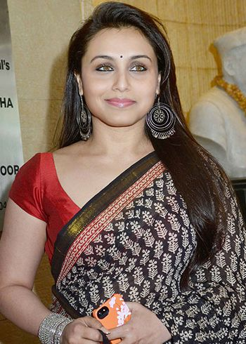 Rani Mukerji meets Crime Branch chief to prepare for Mardaani role! - http://www.bolegaindia.com/gossips/Rani_Mukerji_meets_Crime_Branch_chief_to_prepare_for_Mardaani_role-gid-37176-gc-6.html