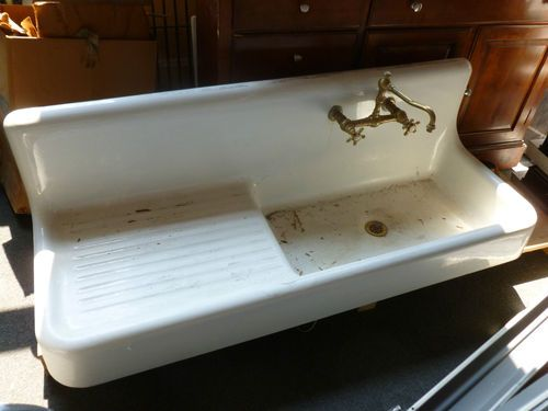 Antique Farmhouse Sink, circa 1920's...I want one like this sooooo bad!