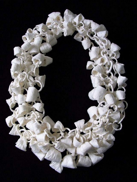 Paper necklace by Momoko Kumai