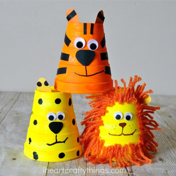 This adorable foam cup tiger craft is simple to make and kids will love playing with it afterwards. Also see how to make a foam cup cheetah and foam cup lion within the post. Great animal craft for kids, zoo craft, preschool crafts and summer kids craft.