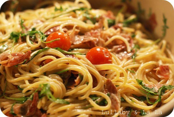 Lækker nem pastaret! Pasta, parmaskinke, rucola salat, tomat
