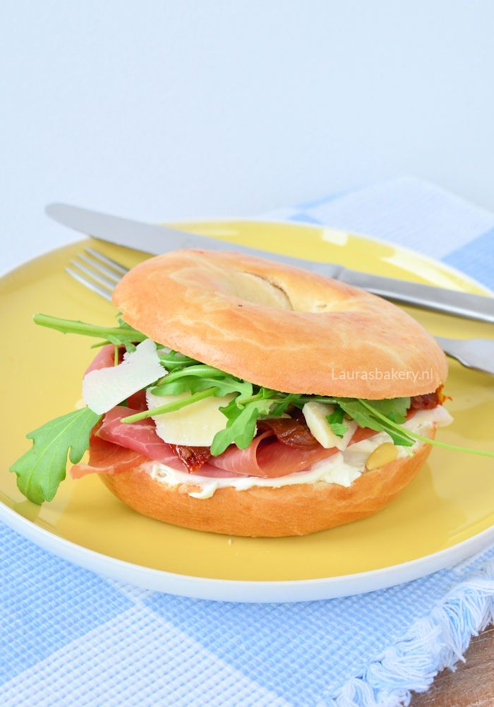 cream cheese prosciutto bagel - Bagel met roomkaas en prosciutto - Laura's Bakery