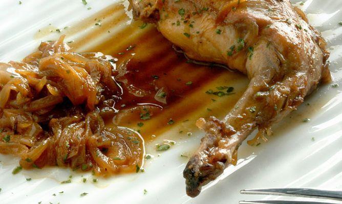 Receta de Muslos de conejo encebollados al vinagre de Jerez