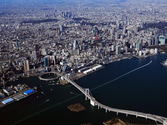 土木構造物写真「東京湾と首都東京の遠景」の紹介です。他にもたくさんの土木構造物の写真があります。