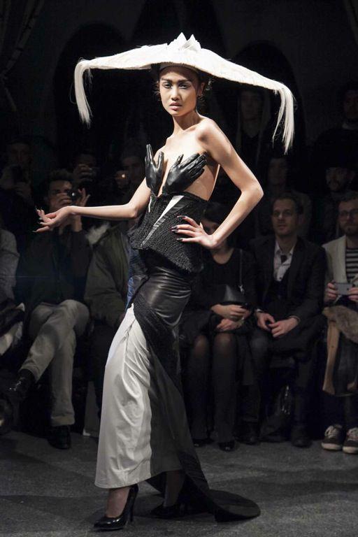 AVANT GARDE HAUTE COUTURE   ... : Charlie le Mindu präsentiert seine erste Haute Couture-Kollektion