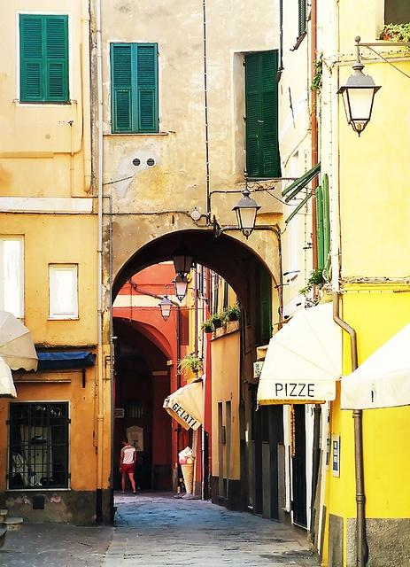Backstreets of Laigueglia by h_roach, via Flickr How I love this little town!! #liguria #Laigueglia