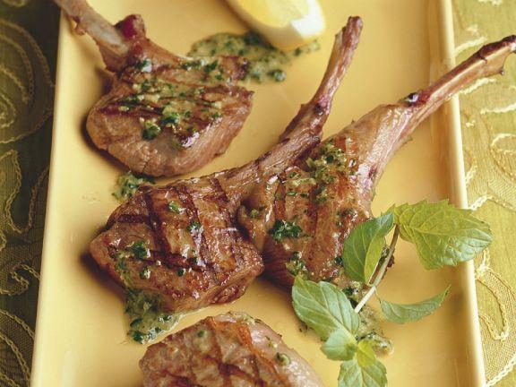 Lammkoteletts mit Minzsauce ist ein Rezept mit frischen Zutaten aus der Kategorie Lamm. Probieren Sie dieses und weitere Rezepte von EAT SMARTER!