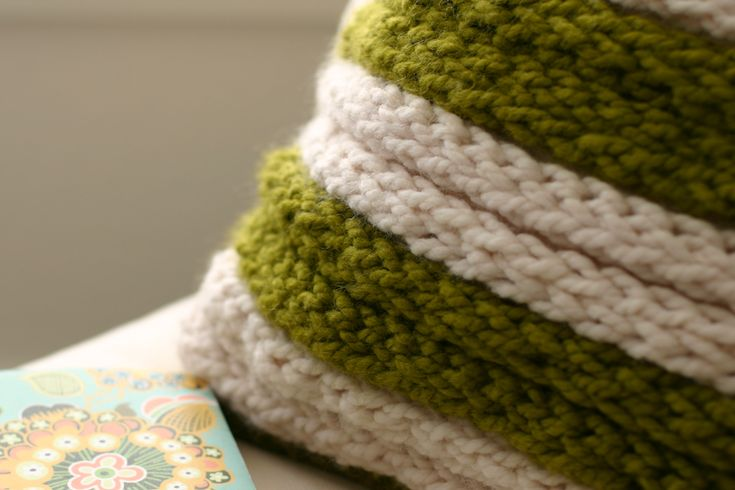 flax & twine: A Chunky Throw Pillow - a Fabulous Finger-Knitting Project