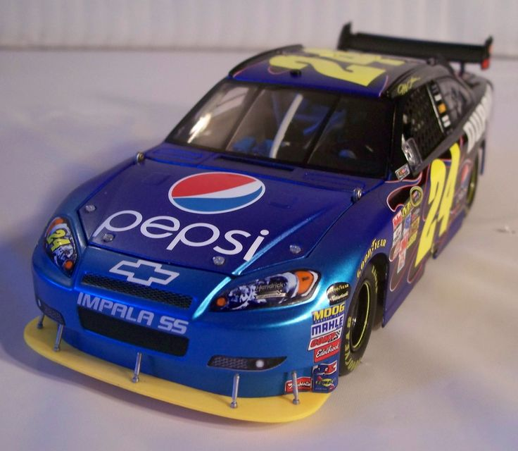2009_Jeff Gordon_#24_1-24_Pepsi_2009 Impala SS_(Action)_02